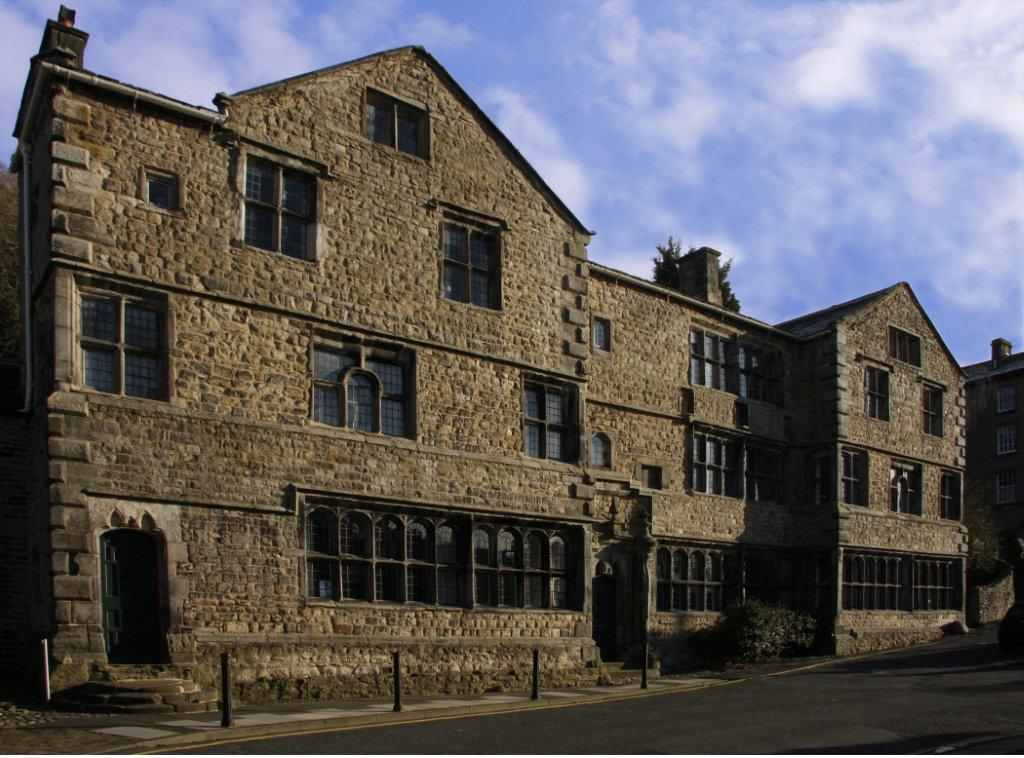Front of the Folly, Settle showing the 17th century facade (JPG, 60Kb); © Veronica Caperon