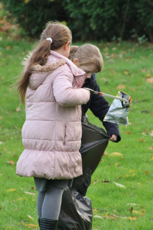 kids litter picking